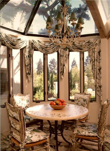 Шторы и ламбрекены для балкона: фото, как выбрать..